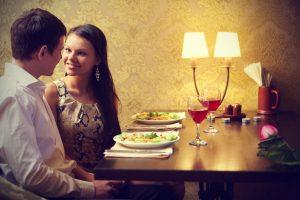 romantic-couple-on-dinner