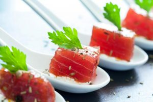appetizing-tuna-morsel-on-ceramic-spoons